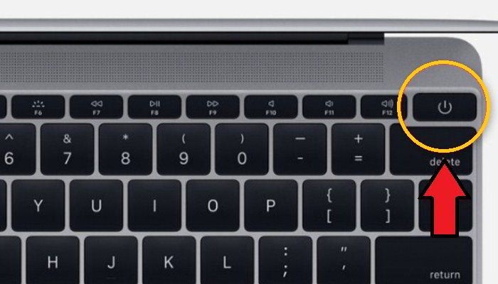 Botón de encendido situado en la esquina superior derecha del teclado